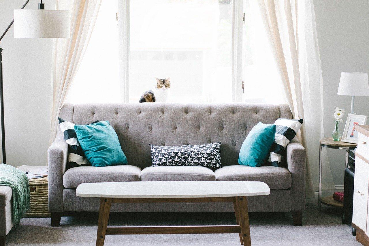 Comment nettoyer un canapé en tissu? - Ça m'intéresse