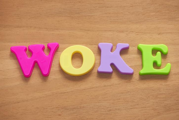 Woke, wokisme : que signifient ces expressions ?