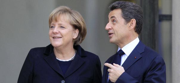 Angela Merkel et Nicolas Sarkozy sont tombés d'accord lundi 5 décembre 2011 sur la révision des traités européens. © REUTERS.