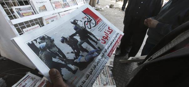 Les images d'une femme se faisant piétiner et dénuder par les soldats ont fait la Une des journaux en Egypte ©REUTERS