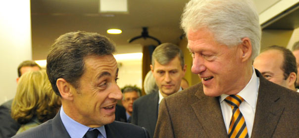 Nicolas Sarkozy et Bill Clinton au Forum économique de Davos (Suisse) en 2010. © REUTERS.