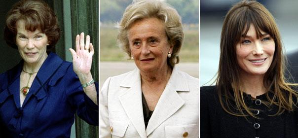 Trois femmes, trois styles : Danielle Mitterrand, Bernadette Chirac et Carla Bruni-Sarkozy. © REUTERS.