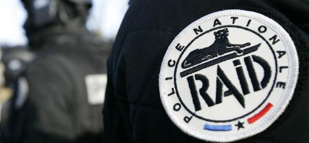 "Un badge du RAID (unité d'élite de la police nationale ""Recherche Assistance Intervention Dissuasion). © REUTERS"