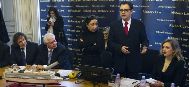 Manuel von Ribbeck, avocat des victimes américaines du navire de croisière Costa Concordia, durant une conférence de presse à Paris, le 2 mars 2012. © REUTERS