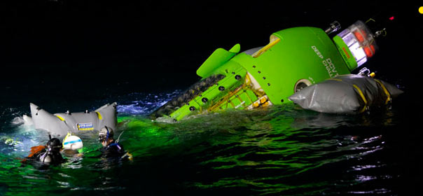 Essai du Deepsea Challenger, mini-sous-marin qui a conduit James Cameron au fond de l'océan. © deepseachallenge.com