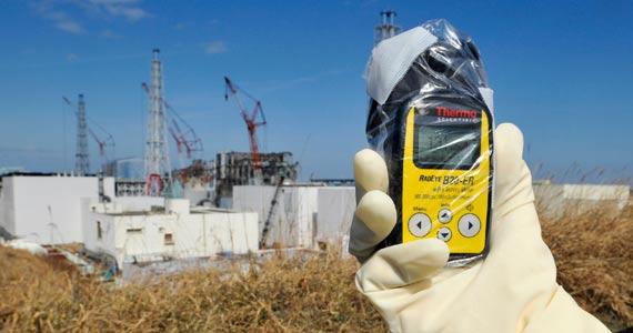 Un appareil mesure la radioactivité près de la centrale de Fukushima, le 28 févrirer 2012. © REUTERS.