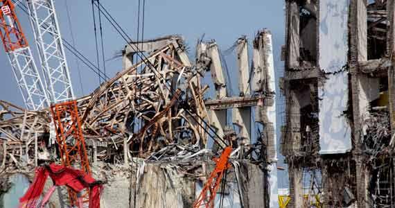 Les bâtiments des réacteurs 3 et 4 de la centrale de Fukushima-Dai-ichi, le 28 février 2012. © REUTERS.