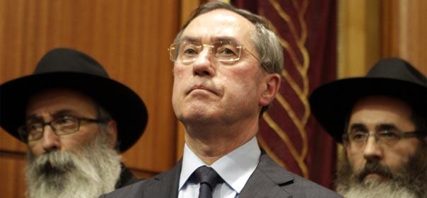 Claude Guéant à la synagogue de Toulouse le 19 mars 2012. © REUTERS