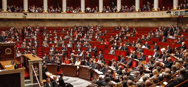 L'avenir d'une vingtaine de textes de loi est suspendu aux résultats des élections législatives. © REUTERS.