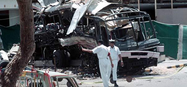 Le 8 mai 2002, l'attentat contre un bus militaire à Karachi (Pakistan) a fait 14 victimes, dont 11 employés français de la Direction des constructions navales. © REUTERS.