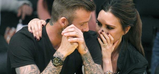 Le couple Beckham complices lors d'un match de bascket à Los Angeles, le 2 mai 2012. © REUTERS