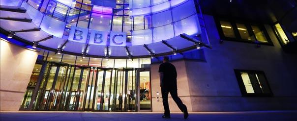 La BBC, dont le siège est à Londres, fait l'objet d'un double scandale depuis début octobre. © REUTERS