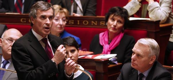 Le ministre du Budget Jérôme Cahuzac, à côté du Premier ministre Jean-Marc Ayrault, répond aux questions au gouvernement à l'Assemblée nationale, le 5 décembre 2012. © REUTERS