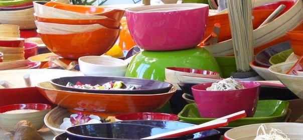vaisselle colorée, photo via Flickr cc license by seelensturm