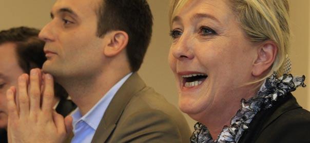 Florian Philippot, numéro deux du FN, et Marine Le Pen, présidente du parti en avril 2012. © REUTERS