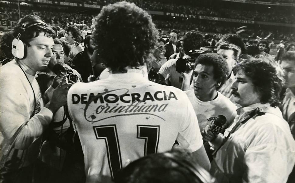 """Sócrates et son maillot """"Democracia Corinthiana"""" ©CC"""