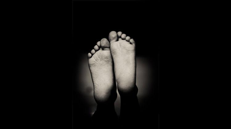 empreintes palmaires, empreintes digitales, pieds