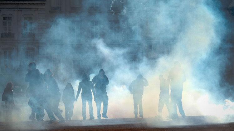 gaz lacrymogène, violence, manifestation