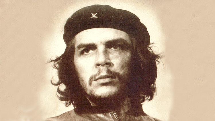 Que regardait le Che sur cette fameuse photo ?
