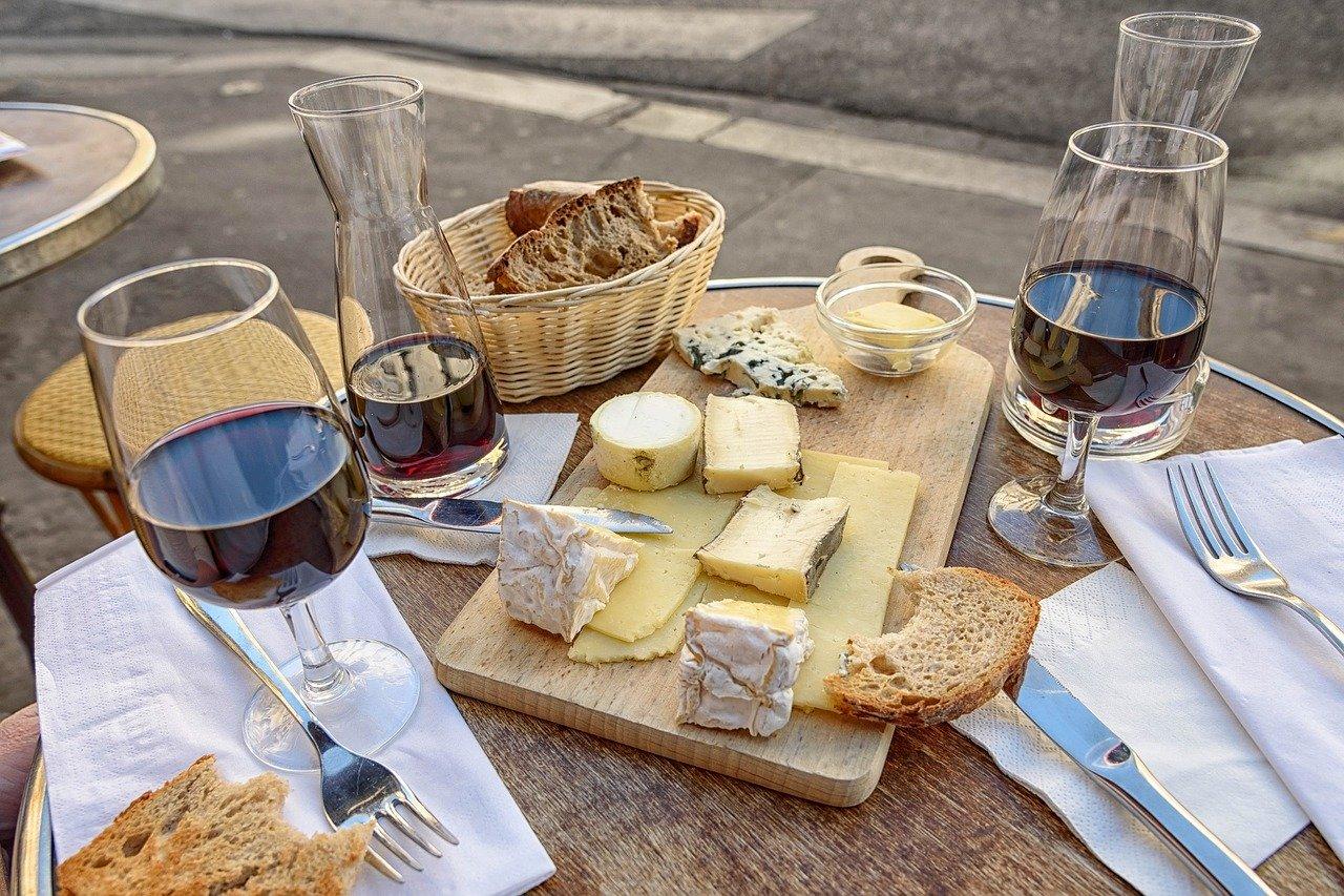 Pain, vin et fromage : des mets pas très catholiques